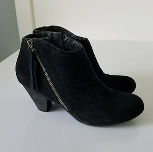 Whose ready for fall!? Black ankle Booties